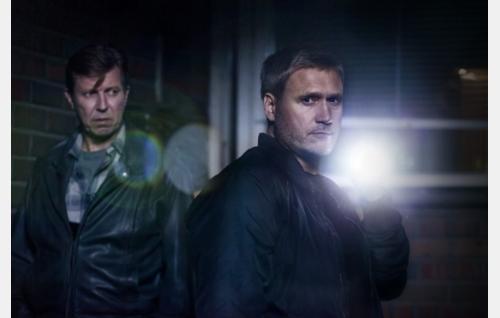 Rikospoliisi Korhonen (Martti Suosalo) ja Viktor Kärppä (Samuli Edelmann). Kuva: Jaana Rannikko. © Zodiak Finland Oy.