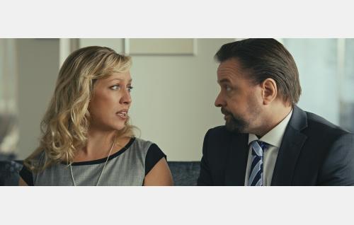 Tonin vanhemmat (Kaisa Hela, Heikki Hela). © Solar Films Inc Oy.