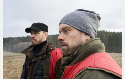 Raimo (Peter Franzén) ja Jussi (Joonas Saartamo). © Helsinki-filmi Oy.