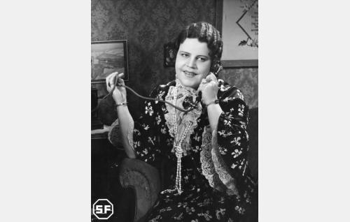 Neiti Matilda Bybom (Siiri Angerkoski).