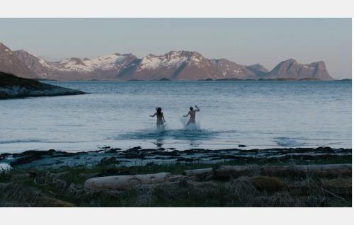 Ansa (Krista Kosonen) ja Toivo (Sampo Sarkola). Kuva: Elokuvayhtiö Oy Aamu Ab.