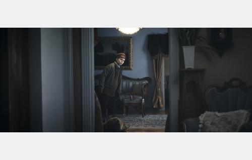 Allu lapsena (Otso Hultkrantz) Lilliehjelmin saaristolaiskartanossa. Kuva: Helsinki-filmi Oy.