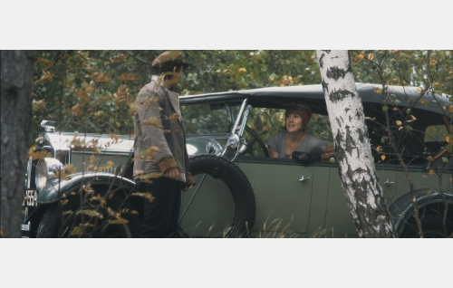 Allu Kajander (Andreas af Enehielm) ja Lucie Lilliehjelm (Jessica Grabowsky). Kuva: Helsinki-filmi Oy.