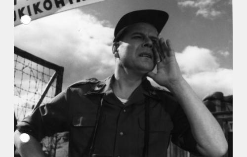 Suez-kompanian vääpeli Pippurinen (Kauko Kokkonen).