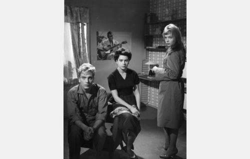 Martti Katajisto (Erik), Pirkko Mannola (Nina) ja Lena Ressler (Kati)