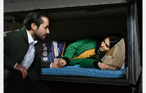 Khaled (Sherwan Haji) ja hänen sisarensa (Niroz Haji). Kuva: Malla Hukkanen. © Sputnik Oy.
