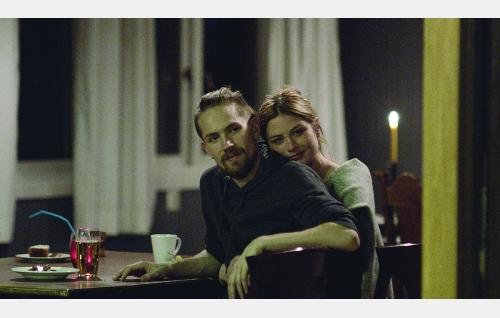 Erkki (Mikko Neuvonen) ja Cindy (Malin Buska). Kuva: © Tuomo Hutri / Making Movies Oy.