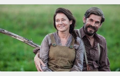 Sara (Sidse Babett Knudsen) ja Jussi (Tommi Korpela). Kuva: Andres Teiss © Matila Röhr Productions Oy.