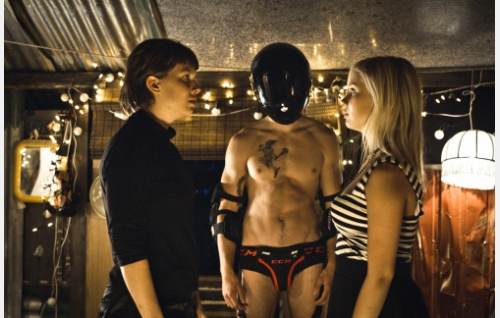 Satu (Inka Haapamäki), Heidi (Rosa Honkonen) ja fantasia-Lauri (Otto Laitinen). Kuva: Jan-Niclas Jansson.