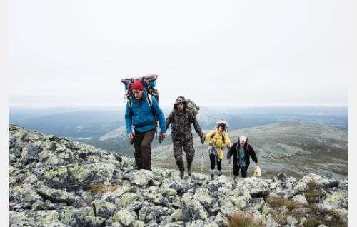 Vaeltajat (Jussi Vatanen, Timo Lavikainen, Heidi Lindén ja Santtu Karvinen). Kuva: Mikko Rasila © 2016. Yellow Film & TV Oy. Santtu Karvonen