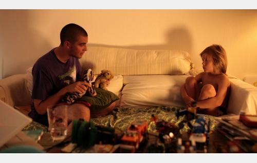 André (Karim Al-Rifai) ja Max (Werner Lalli). Kuva: Elina Manninen.