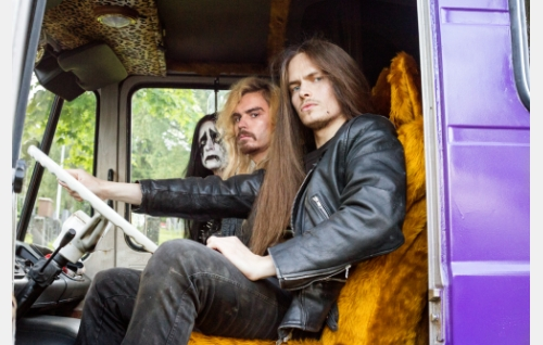 Bändi nimeltä Impaled Rektum (Max Ovaska, Samuli Jaskio, Johannes Holopainen). Kuva: Inkeri Jäntti, © Making Movies Oy.