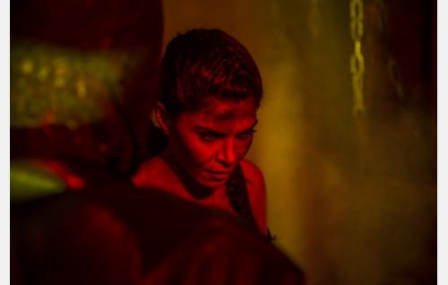Julia (Sheila Shah). Kuva: Juuli Aschan / Black Lion Pictures Oy.