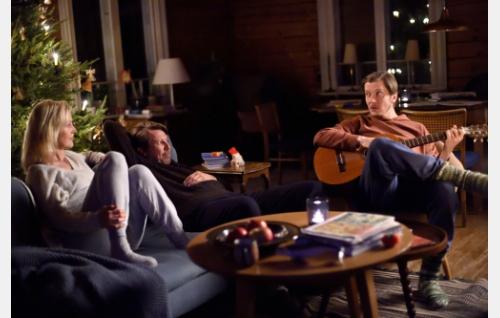 Helena (Milka Ahlroth), Oiva (Martti Suosalo) ja Tuure (Eero Ritala). Kuva: Sami Kuokkanen © Helsinki-filmi Oy.