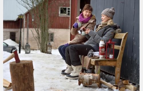 Ulli (Mari Rantasila) ja Helena (Milka Ahlroth). Kuva: Sami Kuokkanen © Helsinki-filmi Oy.