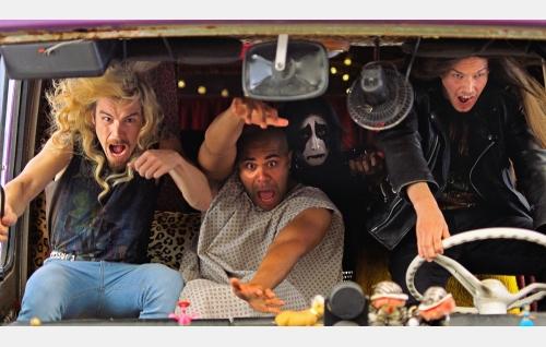 Impaled Rektum (Samuli Jaskio, Chike Ohanwe, Max Ovaska ja Johannes Holopainen) keikkamatkalla. Kuva: Harri Räty, © Making Movies Oy.