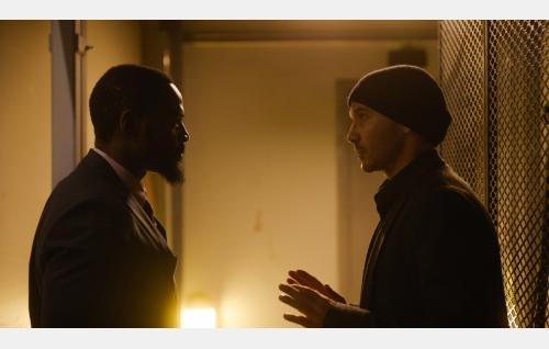 Francis (David Nzinga) ja Jere (Samuli Vauramo). Kuva: Hena Blomberg © Kaiho Republic Oy.