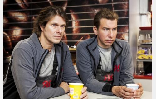 Rousku (Kari-Pekka Toivonen) ja Raninen (Aku Hirviniemi). Kuva: © Pate Pesonius.