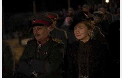 Kenraali von der Goltdz (Rüdiger Klink) ja Helen Kalm (Leena Pöysti). Kuva: Veera Aaltonen / Inland Film Company Oy.