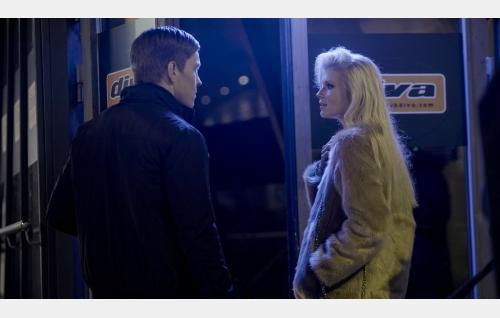 Jere (Antti Holma) ja Anna (Alina Tomnikov). Kuva: Helsinki-filmi Oy.