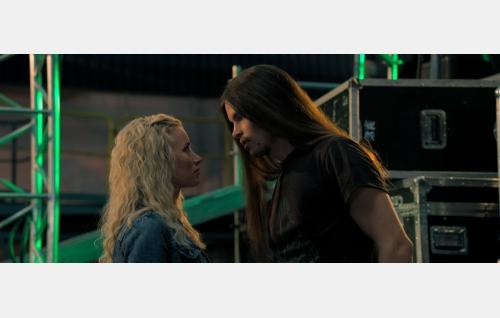 Miia (Minka Kuustonen) ja Turo (Johannes Holopainen). Kuva: Harri Räty, © Making Movies Oy.