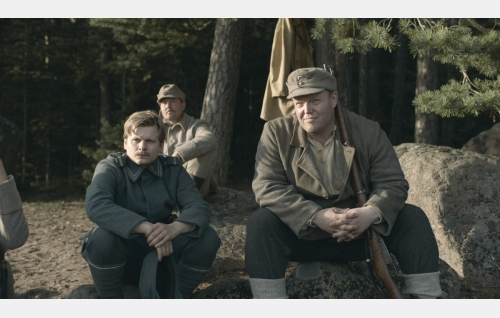 Alfred Nyborg (Paavo Kinnunen) ja Rautio (Panu Vauhkonen). Kuva: Inland Film Company Oy.