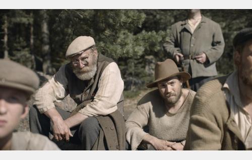 Johansson (Vesa Vierikko) ja Aulis (Jussi Nikkilä). Kuva: Inland Film Company Oy.