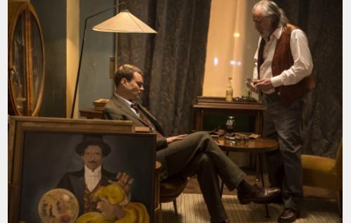 Anders Olsen (Pilou Asbæk) ja tri Max Dabrowski (Rade Serbedzija). Kuva: Art Films Production AFP Oy.