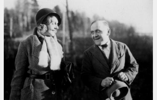 Maikki (Regina Linnanheimo) ja Fransi (Matti Jurva).