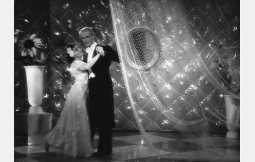 Lordi Roqueford (Antti Halonen) ja toinen neiti Salminen (Liisa Nevalainen).