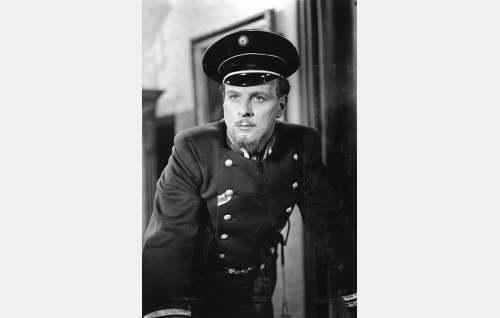 Komisarius Birger Karlovitsh Virenius (Thure Bahne).