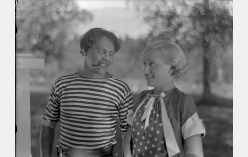 Hiski (Matti Lehtelä), Sirkka Mares (Ansa Ikonen)
