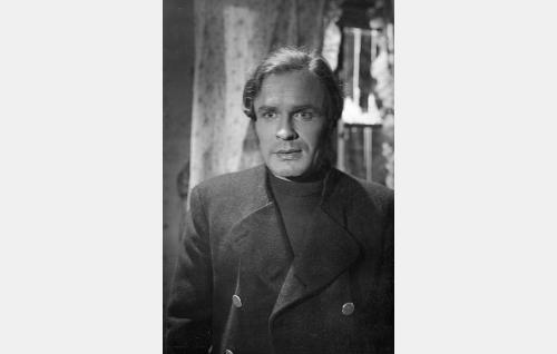 Kalastaja Elias Jahnukainen (Eino Kaipainen).