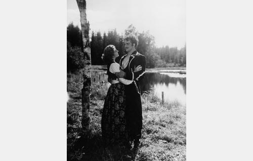 Kaunis Veera (Assi Nortia) ja Zingali (Veikko Uusimäki).