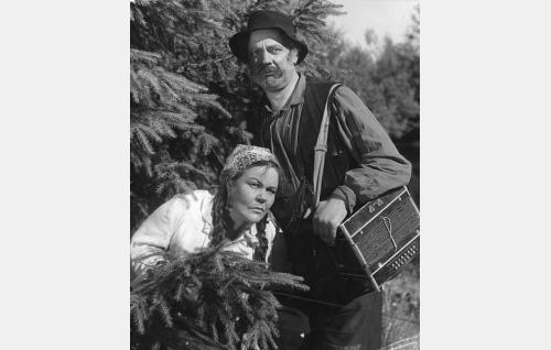 Veeran äiti Daaria (Elna Hellman) ja isä Salomon (Eero Roine).