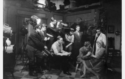Elokuvaa kuvataan Fenno-Filmin studiolla.