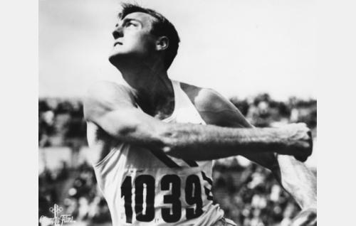 Kymmenottelun ylivoimainen voittaja, yhdysvaltalainen Robert Mathias.