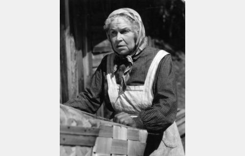 Kirstin mummo (Tyyne Haarla).