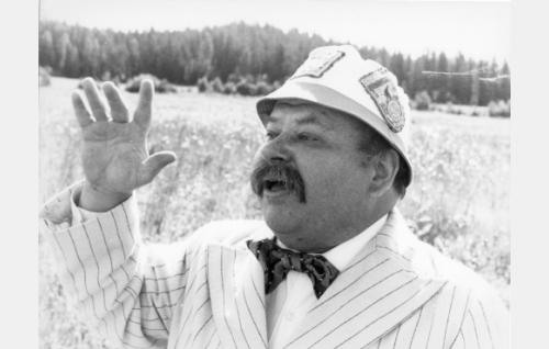 Isä Kiljunen, oik. Kiljander (Jukka Sipilä)
