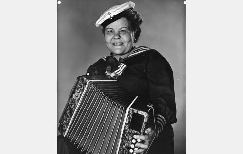 Agatha Ek (Elna Hellman).