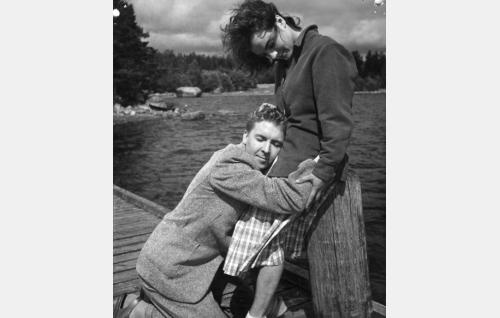 Pentti Siimes ja Anneli Sauli.