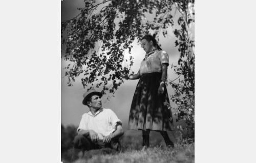 Anselmi Liuhala (Santeri Karilo) ja Kirsti Kiisu (Kirsti Ortola).