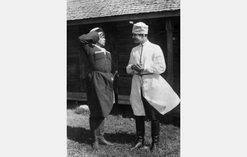 Micha (Hannes Närhi) ja Kuisma (Tauno Brännäs)