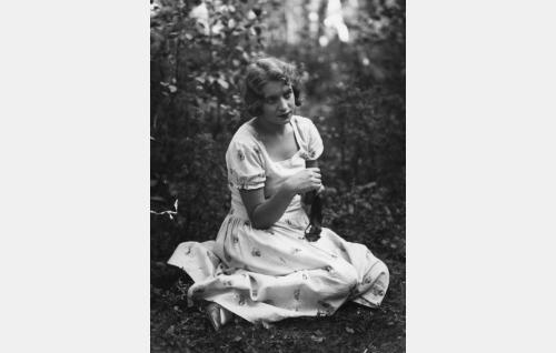 Helinä (Iris Knape-Jäderholm).