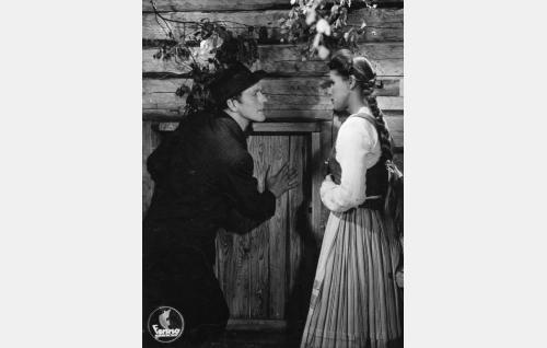 Laikan Otto (Esko Vettenranta) ja Kervilän Anna (Tuire Orri).