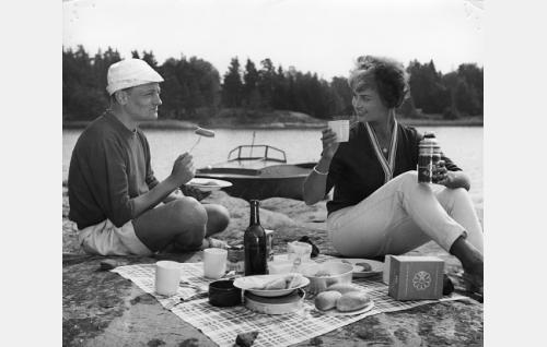 Jussi Jurkka ja Aila Pilvessalo.