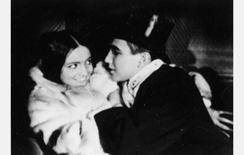 Lorette (Hanna Taini) ja Antti (Theodor Tugai).