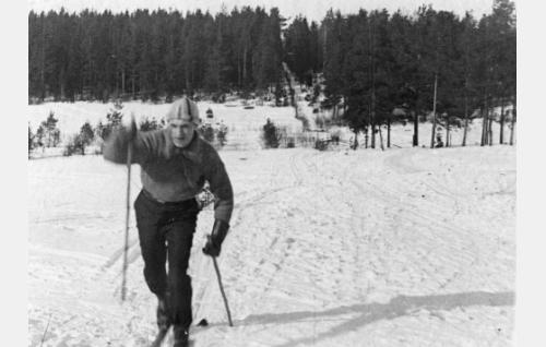 Jussi Raitoja (Viljo Hurme).