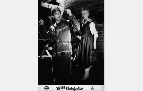 Tundra-Tauno (Tapio Rautavaara) ja Karin Turkka (Elina Pohjanpää).