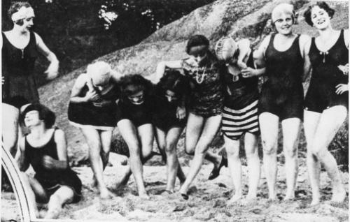 Elokuvassa avusti yksitoista Suomalaisen oopperan balettineitoa.